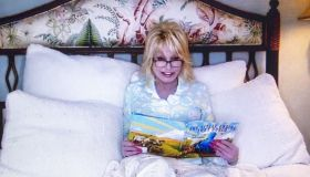 """Goodnight with Dolly"" Dolly Parton reads ""The Little Engine That Could"" online during the Coronavirus outbreak"